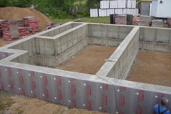 Сколько стоит залить фундамент под забор в Люберцах